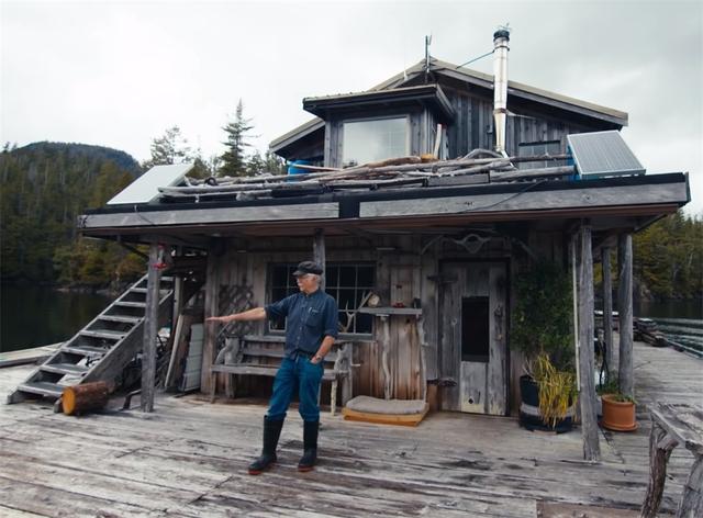 Ông lão mua một căn nhà rộng 70m2 trên mặt nước, sống nhàn nhã một mình hơn 30 năm: Không bị vật chất bó buộc , thế giới tinh thần trở nên phong phú hơn! - Ảnh 7.