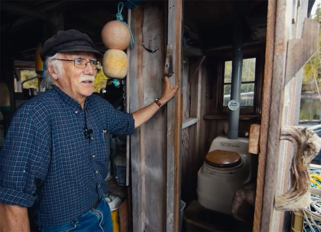 Ông lão mua một căn nhà rộng 70m2 trên mặt nước, sống nhàn nhã một mình hơn 30 năm: Không bị vật chất bó buộc , thế giới tinh thần trở nên phong phú hơn! - Ảnh 36.