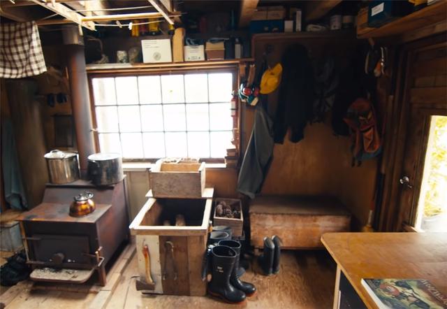 Ông lão mua một căn nhà rộng 70m2 trên mặt nước, sống nhàn nhã một mình hơn 30 năm: Không bị vật chất bó buộc , thế giới tinh thần trở nên phong phú hơn! - Ảnh 11.