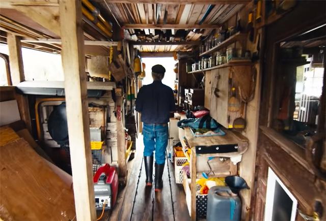 Ông lão mua một căn nhà rộng 70m2 trên mặt nước, sống nhàn nhã một mình hơn 30 năm: Không bị vật chất bó buộc , thế giới tinh thần trở nên phong phú hơn! - Ảnh 35.