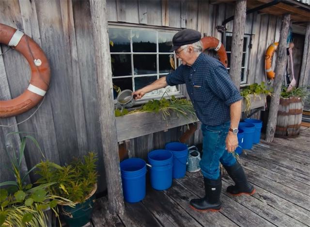 Ông lão mua một căn nhà rộng 70m2 trên mặt nước, sống nhàn nhã một mình hơn 30 năm: Không bị vật chất bó buộc , thế giới tinh thần trở nên phong phú hơn! - Ảnh 31.