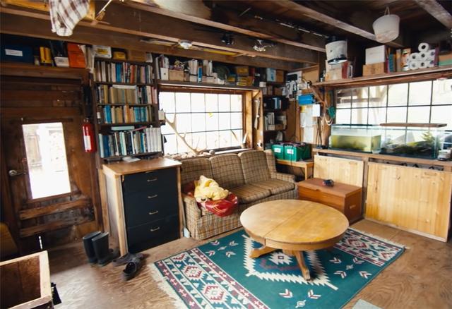 Ông lão mua một căn nhà rộng 70m2 trên mặt nước, sống nhàn nhã một mình hơn 30 năm: Không bị vật chất bó buộc , thế giới tinh thần trở nên phong phú hơn! - Ảnh 12.