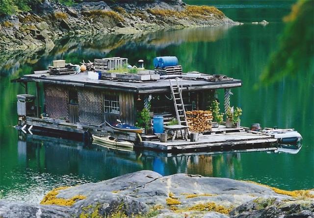 Ông lão mua một căn nhà rộng 70m2 trên mặt nước, sống nhàn nhã một mình hơn 30 năm: Không bị vật chất bó buộc , thế giới tinh thần trở nên phong phú hơn! - Ảnh 4.