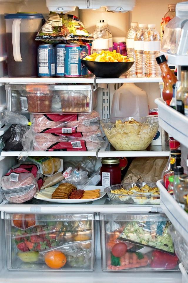 Tủ lạnh đầy ự hay tủ lạnh trống không: Cái nào sẽ tốn điện hơn? - Ảnh 1.