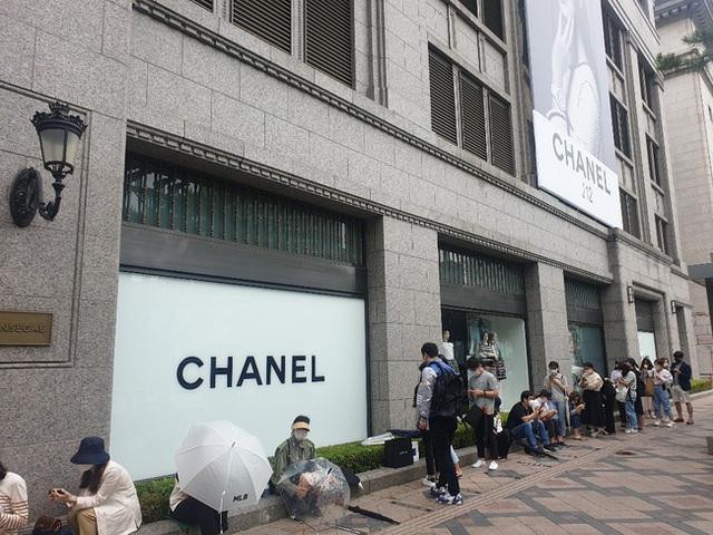 Giải điền kinh Chanel mở rộng tại Hàn: Từ cuộc đua mỗi người 1 chiếc túi cho tới màn thiết quân luật từ nhà mốt - Ảnh 1.
