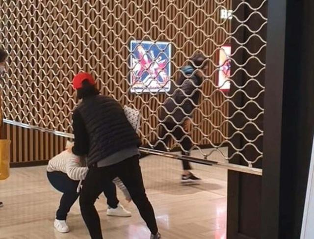 Giải điền kinh Chanel mở rộng tại Hàn: Từ cuộc đua mỗi người 1 chiếc túi cho tới màn thiết quân luật từ nhà mốt - Ảnh 2.