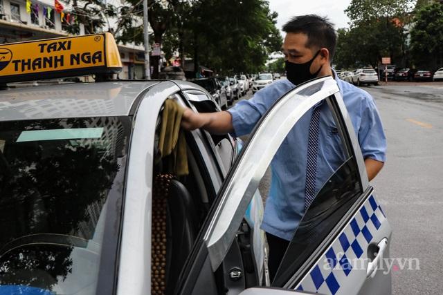 Tài xế taxi như được sống lại sau hơn 2 tháng đắp chiếu - Ảnh 2.