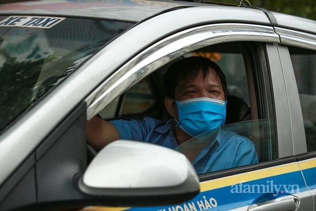 Tài xế taxi như được sống lại sau hơn 2 tháng đắp chiếu - Ảnh 5.