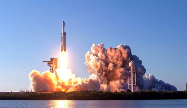 Học theo Tesla, hãng xe Honda bắt đầu lấn sân sang mảng kinh doanh phóng vệ tinh và ô tô bay - Ảnh 1.
