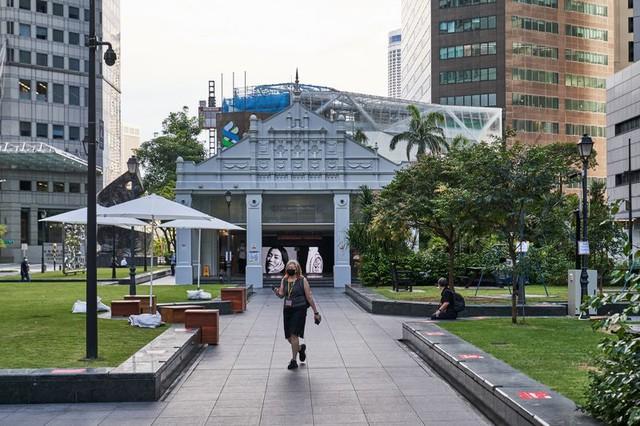 Trung tâm tài chính 50 tỷ USD của Singapore: Niềm tự hào của đảo quốc sư tử vắng vẻ chưa từng có, đối mặt với thách thức sinh tồn - Ảnh 1.