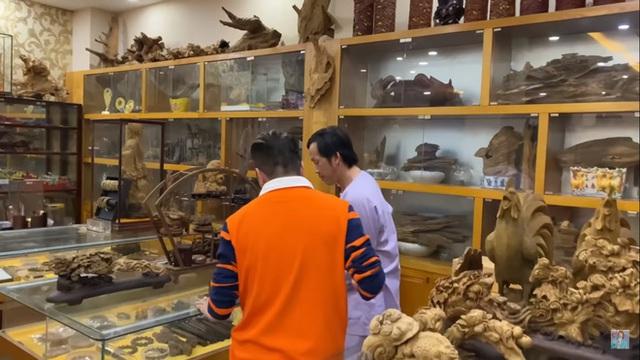 Hoài Linh - Ông hoàng nhiều ẩn số: Hột xoàn đong bằng lon, dựng công trình trăm tỷ, thú chơi tầm đại gia và siêu kín tiếng về gia đình - Ảnh 5.