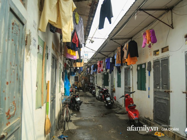 Tết xa quê của những công nhân ngoại tỉnh ở Hà Nội: Con tôi nhớ ông bà lắm, nhưng chỉ khi nào hết dịch, khi đó mới là Tết - Ảnh 1.