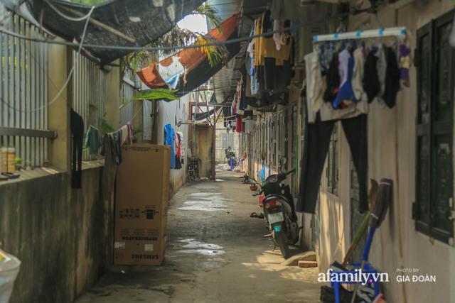 Tết xa quê của những công nhân ngoại tỉnh ở Hà Nội: Con tôi nhớ ông bà lắm, nhưng chỉ khi nào hết dịch, khi đó mới là Tết - Ảnh 2.