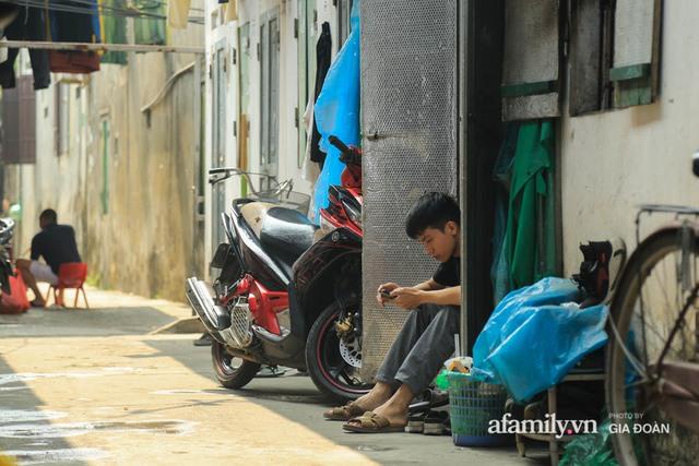 Tết xa quê của những công nhân ngoại tỉnh ở Hà Nội: Con tôi nhớ ông bà lắm, nhưng chỉ khi nào hết dịch, khi đó mới là Tết - Ảnh 11.