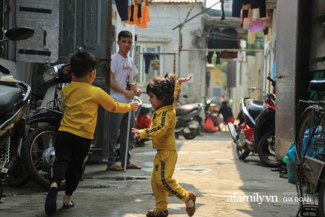 Tết xa quê của những công nhân ngoại tỉnh ở Hà Nội: Con tôi nhớ ông bà lắm, nhưng chỉ khi nào hết dịch, khi đó mới là Tết - Ảnh 8.