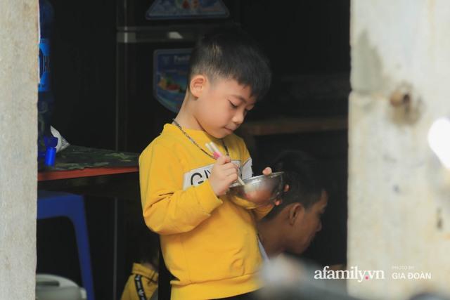 Tết xa quê của những công nhân ngoại tỉnh ở Hà Nội: Con tôi nhớ ông bà lắm, nhưng chỉ khi nào hết dịch, khi đó mới là Tết - Ảnh 10.