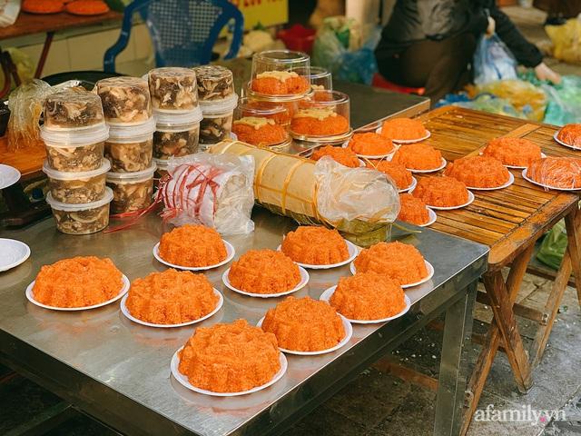 30 Tết: Chợ Hàng Bè thất thủ, 1 triệu đồng/con gà bày mâm cỗ mà khách vẫn phải xếp hàng chờ dài cổ - Ảnh 11.