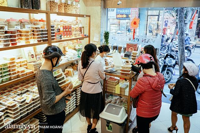Chuyện về gia tộc kín tiếng chủ tiệm ô mai cổ truyền phố Hàng Da, với 3 thế hệ truyền thừa và lời đồn về món ô mai đặc biệt chỉ được bán đúng 7 ngày giáp Tết - Ảnh 14.