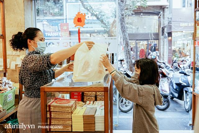 Chuyện về gia tộc kín tiếng chủ tiệm ô mai cổ truyền phố Hàng Da, với 3 thế hệ truyền thừa và lời đồn về món ô mai đặc biệt chỉ được bán đúng 7 ngày giáp Tết - Ảnh 16.