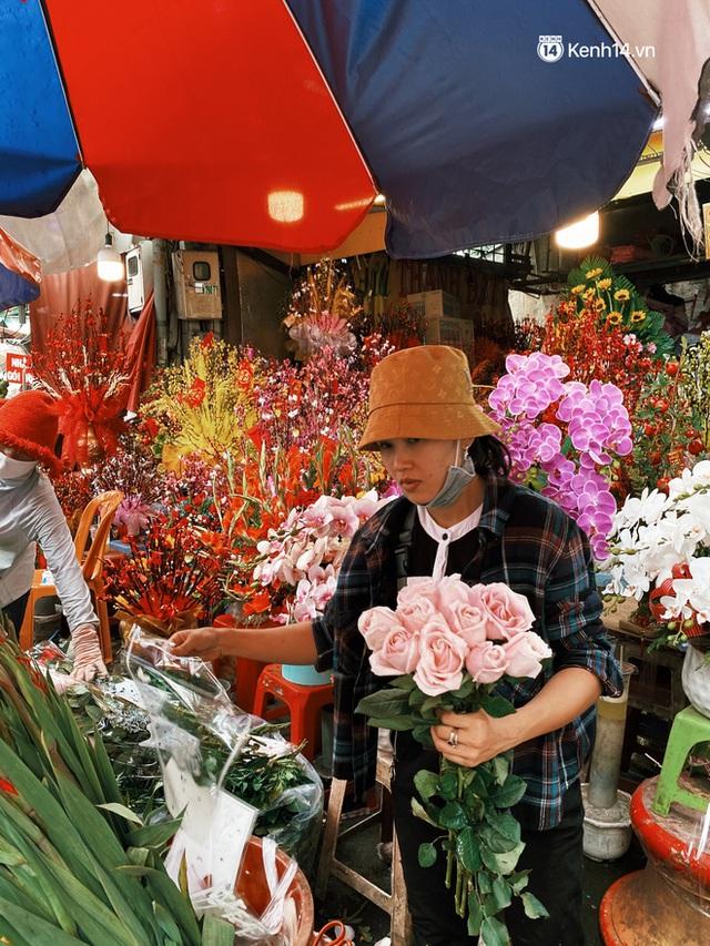 Sài Gòn 30 Tết mua sắm gì chỉ cần đi vội 2 ngôi chợ lâu đời này là đủ: Độc lạ nhất là bánh lựu cầu duyên, mua về hết ế luôn và ngay! - Ảnh 18.