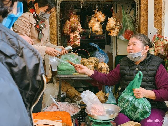 30 Tết: Chợ Hàng Bè thất thủ, 1 triệu đồng/con gà bày mâm cỗ mà khách vẫn phải xếp hàng chờ dài cổ - Ảnh 25.