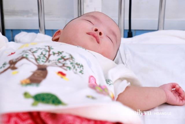 Cái Tết đầu đời trong bệnh viện, không gia đình của 6 đứa trẻ bị mẹ bỏ rơi ngay từ khi lọt lòng - Ảnh 4.