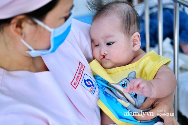 Cái Tết đầu đời trong bệnh viện, không gia đình của 6 đứa trẻ bị mẹ bỏ rơi ngay từ khi lọt lòng - Ảnh 5.