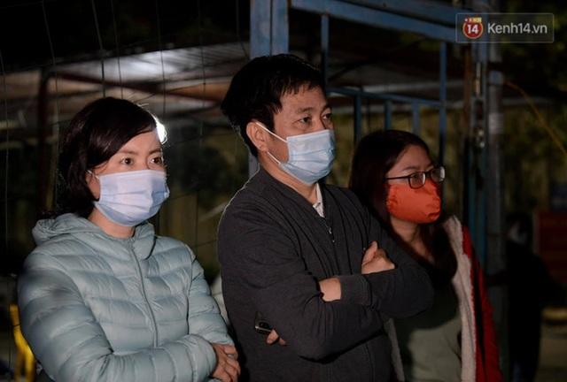 Ảnh: 15 học sinh trường Tiểu học Xuân Phương nhảy cẫng vui mừng vì được rời khu cách ly, về nhà đón Tết với gia đình - Ảnh 7.