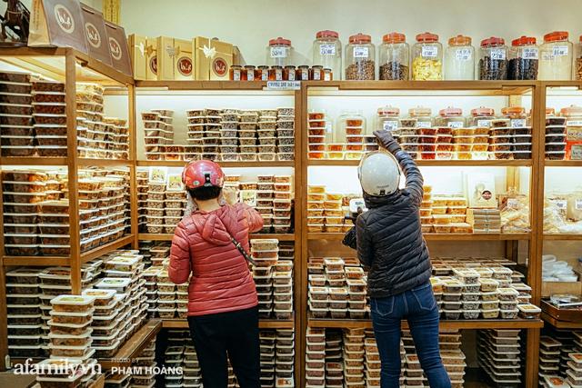Chuyện về gia tộc kín tiếng chủ tiệm ô mai cổ truyền phố Hàng Da, với 3 thế hệ truyền thừa và lời đồn về món ô mai đặc biệt chỉ được bán đúng 7 ngày giáp Tết - Ảnh 7.