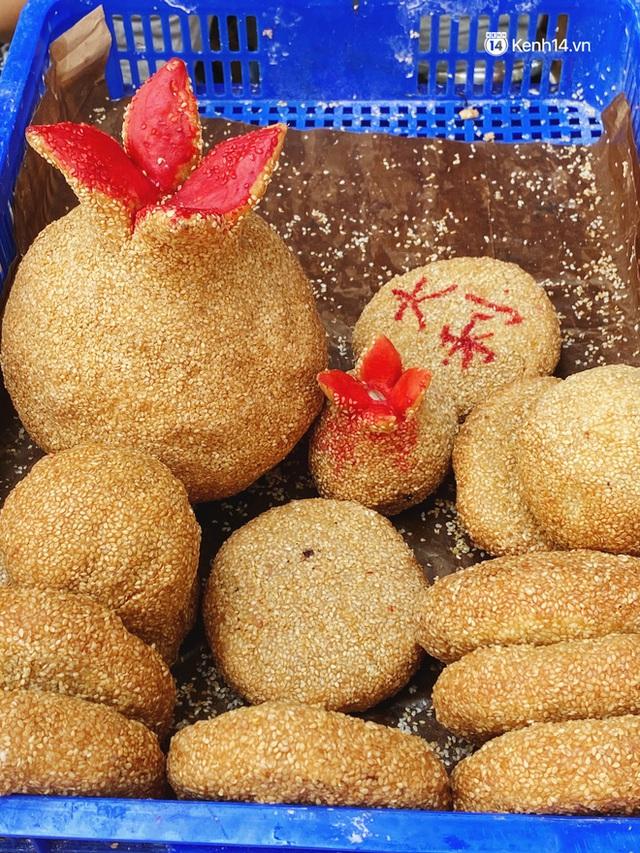 Sài Gòn 30 Tết mua sắm gì chỉ cần đi vội 2 ngôi chợ lâu đời này là đủ: Độc lạ nhất là bánh lựu cầu duyên, mua về hết ế luôn và ngay! - Ảnh 8.