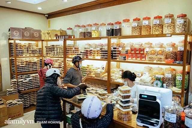 Chuyện về gia tộc kín tiếng chủ tiệm ô mai cổ truyền phố Hàng Da, với 3 thế hệ truyền thừa và lời đồn về món ô mai đặc biệt chỉ được bán đúng 7 ngày giáp Tết - Ảnh 8.