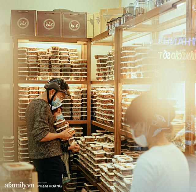 Chuyện về gia tộc kín tiếng chủ tiệm ô mai cổ truyền phố Hàng Da, với 3 thế hệ truyền thừa và lời đồn về món ô mai đặc biệt chỉ được bán đúng 7 ngày giáp Tết - Ảnh 9.