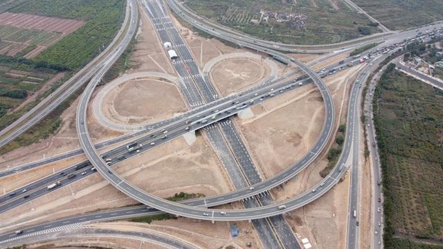 Toàn cảnh những công trình gỡ ùn tắc giao thông cho Hà Nội thời gian qua  - Ảnh 5.