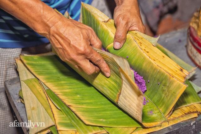 Chuyện nồi bánh tét lá cẩm do bà cụ 91 tuổi ở Cần Thơ sáng tạo, được báo nước ngoài liên tục ca ngợi, hơn 100 nơi làm theo mà vẫn không đâu sánh bằng nhờ nắm bí quyết gia truyền! - Ảnh 16.