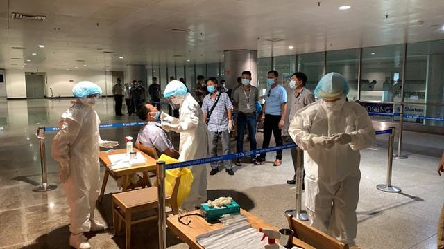 Yêu cầu sân bay Tân Sơn Nhất xét nghiệm ngẫu nhiên đối với hành khách  - Ảnh 1.