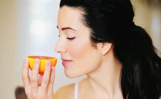 Bất ngờ với cách tự kiểm tra có mắc Covid-19 hay không: Ngửi mùi 2 loại thực phẩm phổ biến - Ảnh 3.
