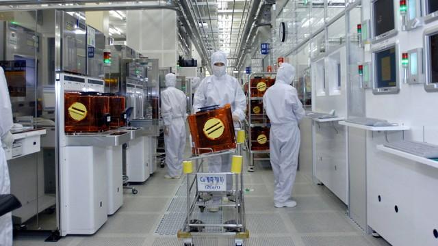 Vì sao Samsung muốn dịch chuyển khỏi Trung Quốc: Nỗi khổ chống ăn cắp công nghệ - Ảnh 1.
