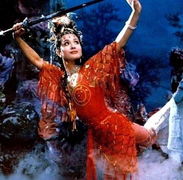 Vạn Thánh công chúa Tây du ký 1986: Đẹp như Tây Thi, trùm truyền thông, cuộc sống xa hoa giàu có - Ảnh 1.