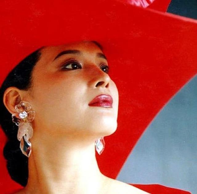 Vạn Thánh công chúa Tây du ký 1986: Đẹp như Tây Thi, trùm truyền thông, cuộc sống xa hoa giàu có - Ảnh 3.