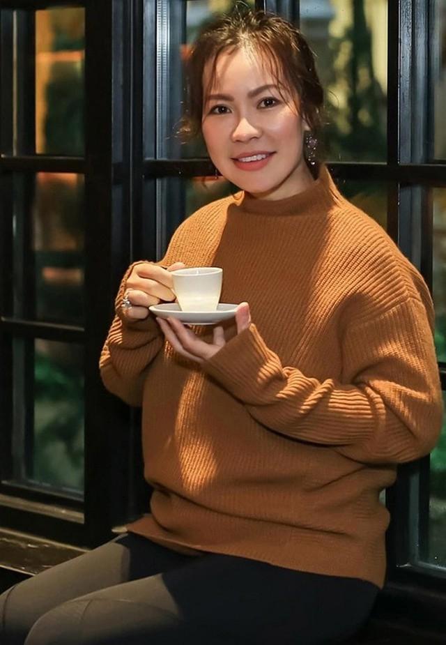 Vừa tài vừa đảm như vợ đại gia của Quý Bình: Là CEO công ty địa ốc hàng đầu Phú Quốc nhưng về nhà vẫn nhún nhường chồng - Ảnh 6.