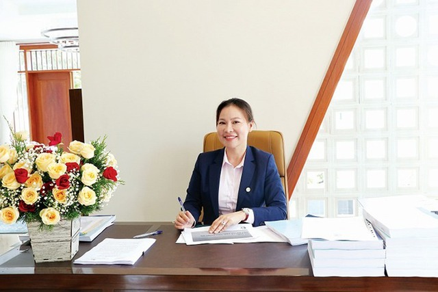 Vừa tài vừa đảm như vợ đại gia của Quý Bình: Là CEO công ty địa ốc hàng đầu Phú Quốc nhưng về nhà vẫn nhún nhường chồng - Ảnh 4.