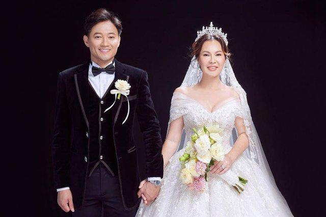 Vừa tài vừa đảm như vợ đại gia của Quý Bình: Là CEO công ty địa ốc hàng đầu Phú Quốc nhưng về nhà vẫn nhún nhường chồng - Ảnh 1.