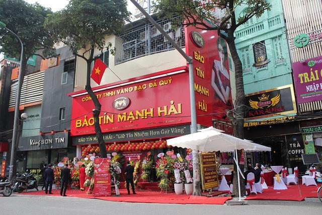 """Sự thật về hàng loạt tiệm vàng gắn mác """"Bảo Tín"""" ở Hà Nội: Tưởng """"hàng nhái"""" mà hoá anh em ruột, cả gia tộc kế nghiệp từ người mẹ bán ốc luộc - Ảnh 4."""