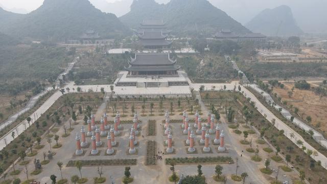 Vẻ đẹp trầm mặc và nên thơ của chùa Tam Chúc - Ảnh 7.