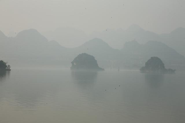 Vẻ đẹp trầm mặc và nên thơ của chùa Tam Chúc - Ảnh 5.