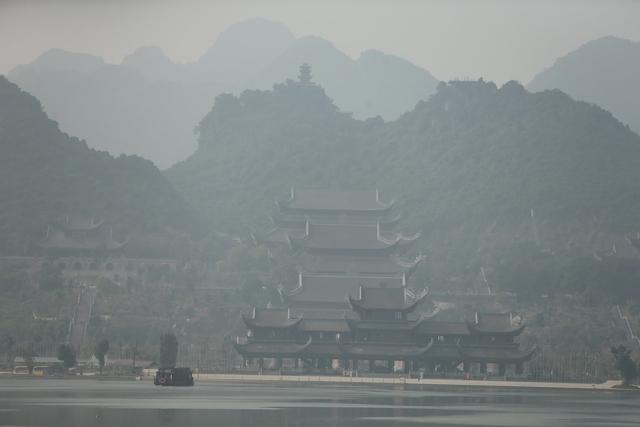 Vẻ đẹp trầm mặc và nên thơ của chùa Tam Chúc - Ảnh 6.