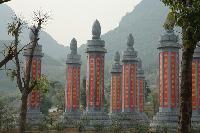 Vẻ đẹp trầm mặc và nên thơ của chùa Tam Chúc - Ảnh 8.