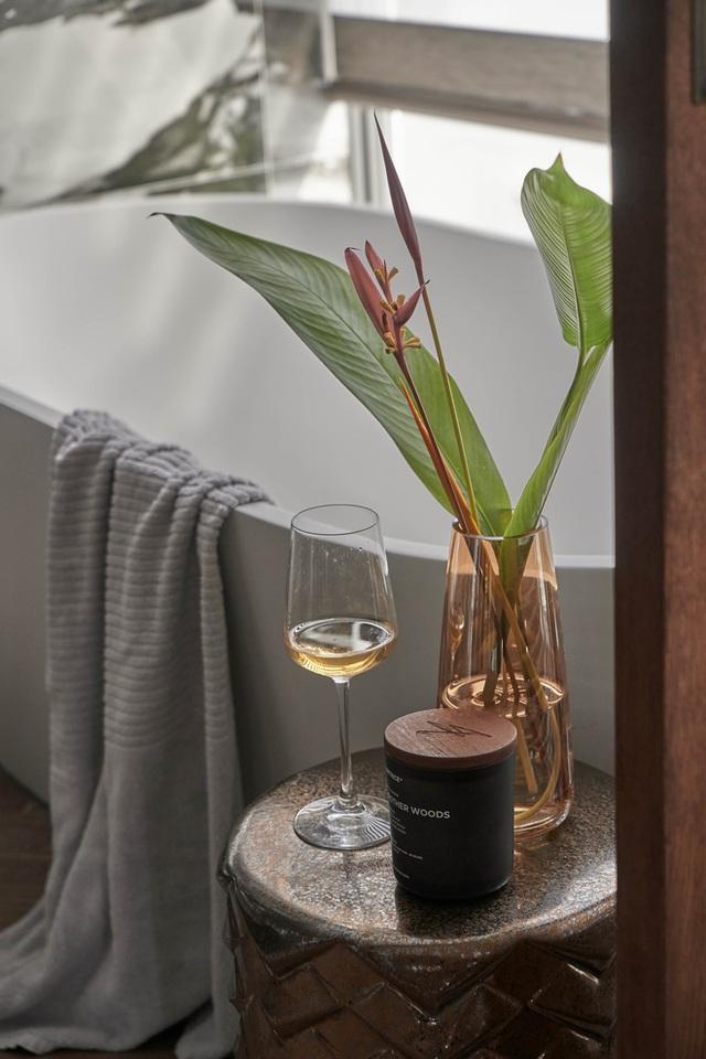 Vợ chồng trẻ có căn villa hai mặt tiền rộng 500m2 , phòng tắm chill như resort 5 sao - Ảnh 12.
