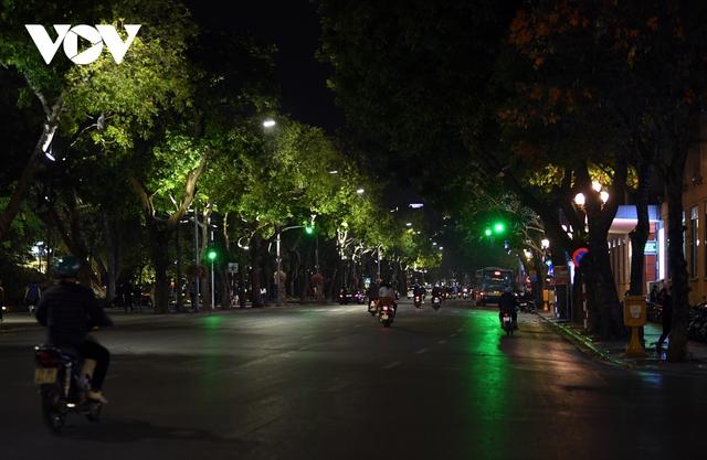 (Ảnh) Phố phường Hà Nội giờ tan tầm những ngày chống dịch Covid-19 không còn cảnh ùn tắc - Ảnh 1.