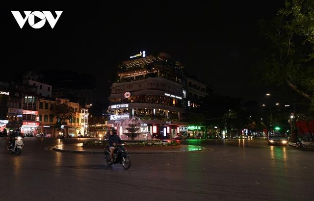 (Ảnh) Phố phường Hà Nội giờ tan tầm những ngày chống dịch Covid-19 không còn cảnh ùn tắc - Ảnh 2.